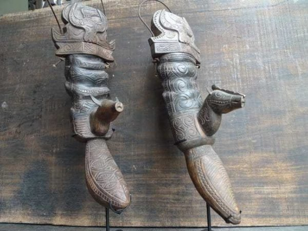 ONE PAIR TORAJA CONTAINER Old Tora Tora CATTLE HORN Statue Figure Sculpture Old