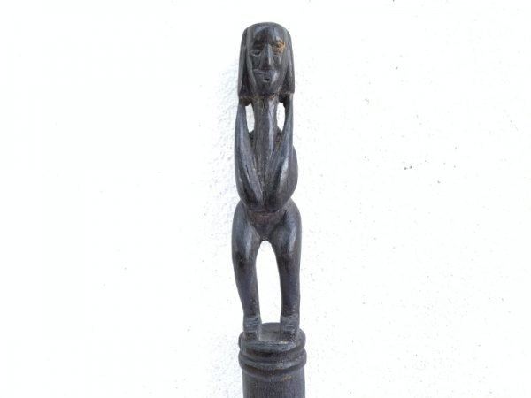 BLACK HARDWOOD DAYAK RITUAL POLE Old TunTun Figure Headhunter Dyak Statue Borneo